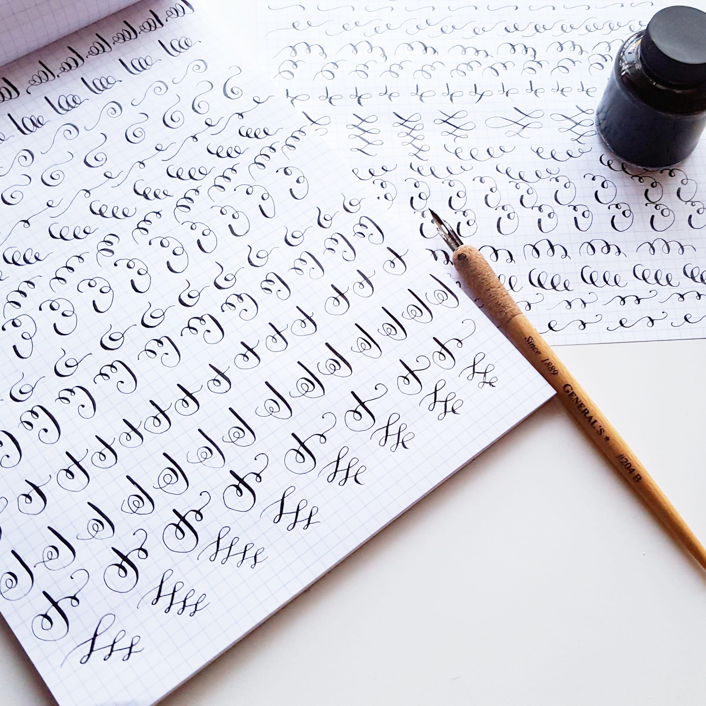 Drills help me feel more familiar with calligraphy flourishes, swirls, and loop // www.prettyprintsandpaper.com